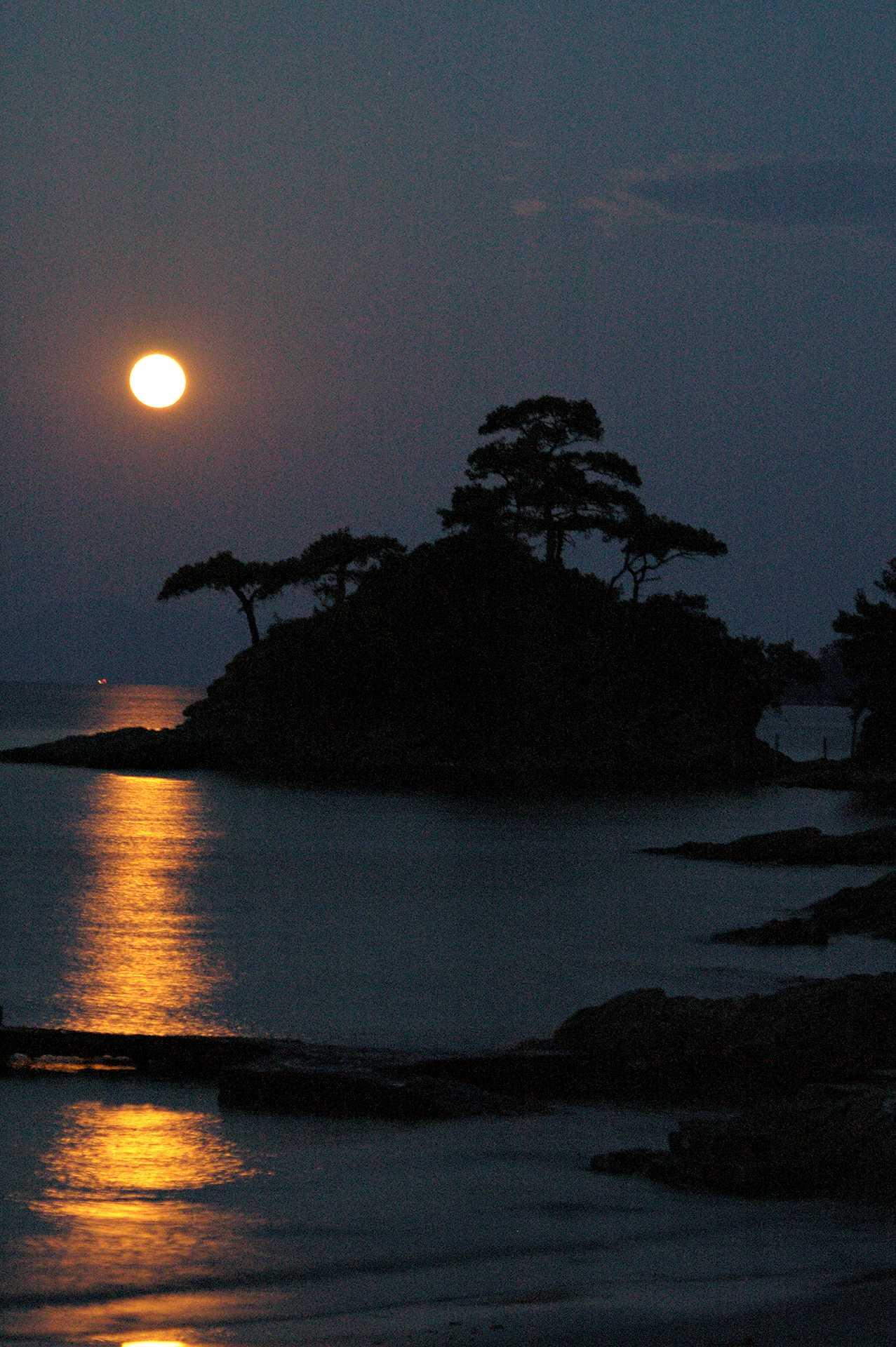 moon-island1848